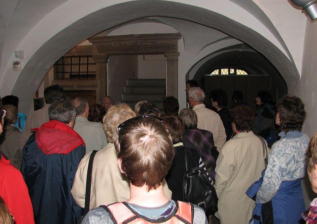 vstupní síň, tzv. mázhaus v budově OGV, Komenského 10; foto F. Janeček