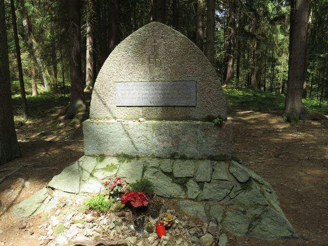památník Emy Destinnové u Stříbřeckého mostu