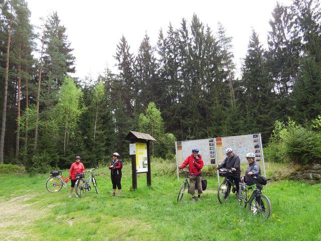 panely u hraničního přechodu informují o stezce podél Lužnice a místech vhodných k návštěvě