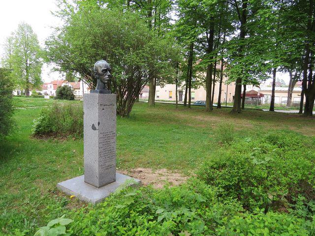 busta Františka Hrubína v Chlumu u Třeboně