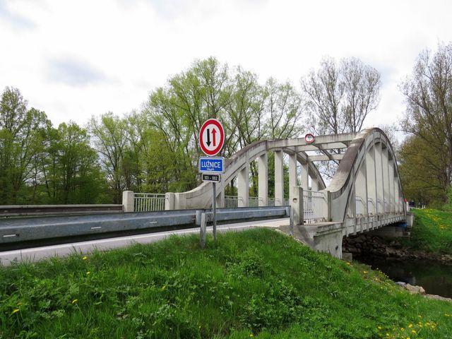 most přes Lužnici u Halámek