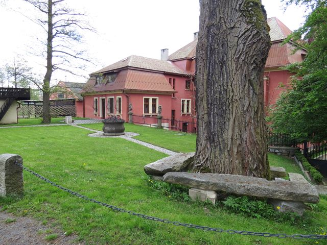 od roku 2008 patří lokalita U Smrčků, jak je zapsáno v mapách, soukromému majiteli, který provádí celkovou rekonstrukci; www.svatosi.cz