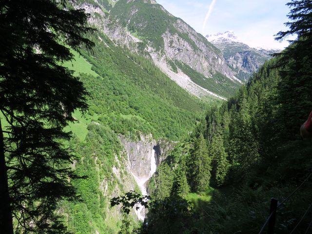 Simmsův vodopád z horní turistické pěšiny