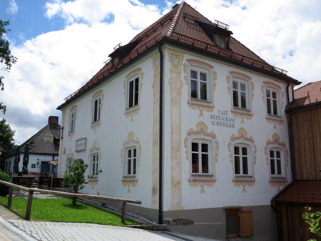 v domě vedle kostela bydlel architekt, který je autorem stavby církevního areálu