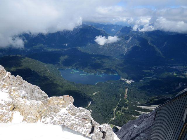pohled na jezero Eibsee v Bavorsku