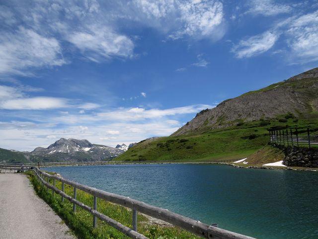 vody jezera slouží k zasněžování tratí