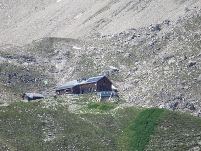 Hermann von Barth Hütte postavená v roce 1900 ve výšce 2 131 m je otevřená jen v letních měsících
