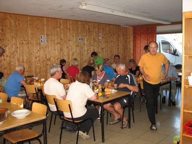 jídelna sloužila i jako společenská místnost; foto F. Janeček