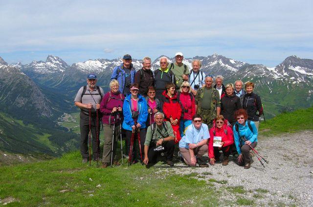 na opačné straně Lechtalského údolí jsou hřebeny Allgäuských Alp; foto F. Janeček