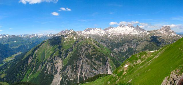 hřebeny nad údolím Höhenbachtal; foto F. Janeček