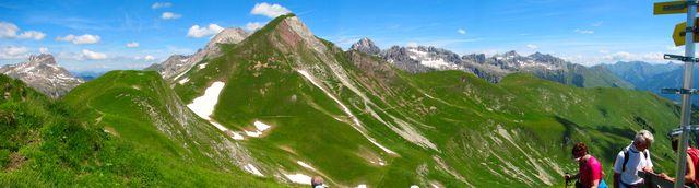 panoramatická cesta pod Rothornspitze a hřebeny Allgäuských Alp; foto F. Janeček