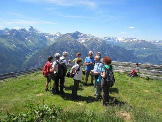 přivítání ve vrcholové zahrádce na Jöchelspitze; foto L. Bohatá