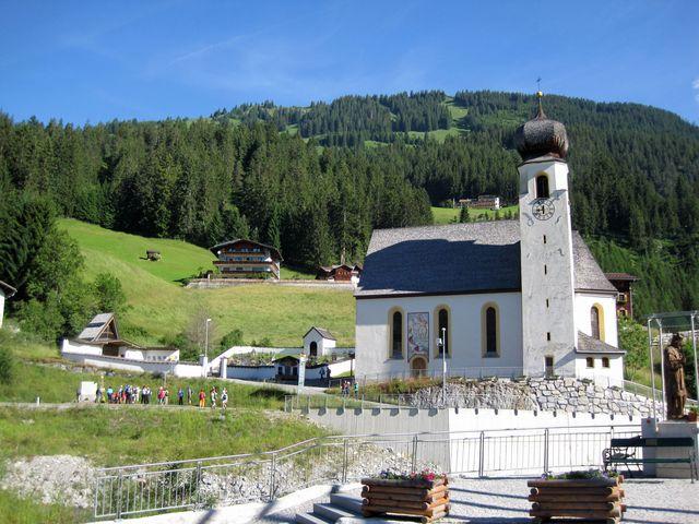 na levém břehu řeky Lech je kostel se sv. Kryštofem na stěně