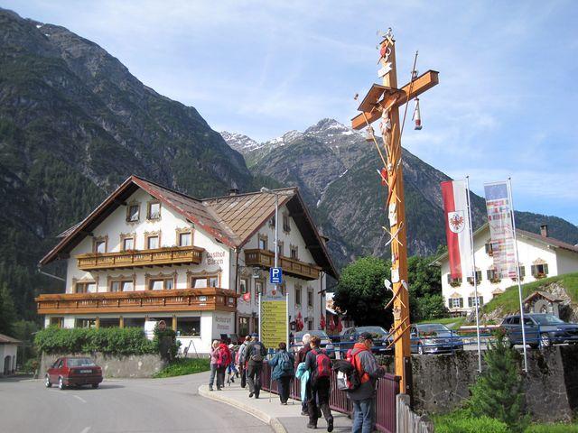 městečko Holzgau je východištěm dnešního výšlapu do hor