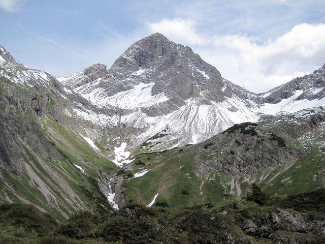 nejvyšší vrchol Allgäuských Alp Großer Krottenkopf (2 657 m) leží na rakouské straně
