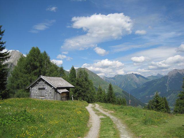 zastavení u lovecké chaty - před sestupem do údolí