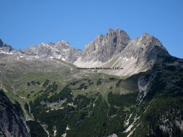 hluboké údolí nás odděluje od nejvýše položené chaty v Allgäuských Alpách