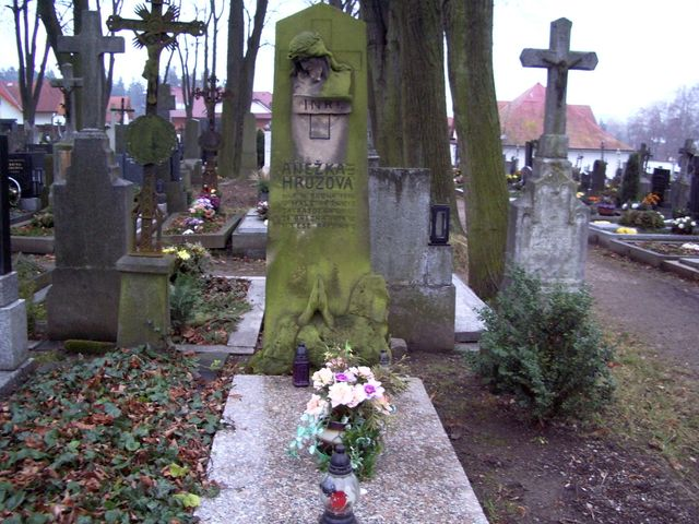 hrob Anežky Hrůzové na hřitově v Polné