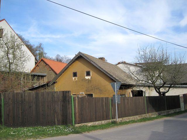 domek, kde kdysi bydlela Anežka Hrůzová, je dnes hospodářským stavením