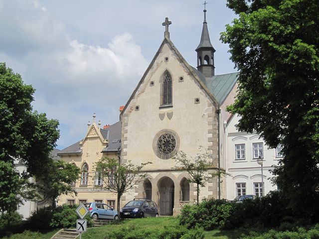 kostel sv. Anny se špitálem byl založen pro dobročinné účely ve 2. polovině 15. století - na konci 19. stol. byl přestavěn do současné podoby