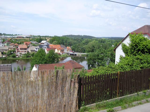 kousek od hráze, na Zápeklí, je národní kulturní památka Kleštěr (soutěska na Haberské stezce, kde bývala celnice pro zboží obchodníků putujících mezi Čechami, Moravou a Uhry)