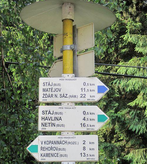 po zelené značce jsme letos na velikonoce přecházeli z Řehořova přes Havlinu hřeben Arnoleckých hor (s cílem v Měříně)