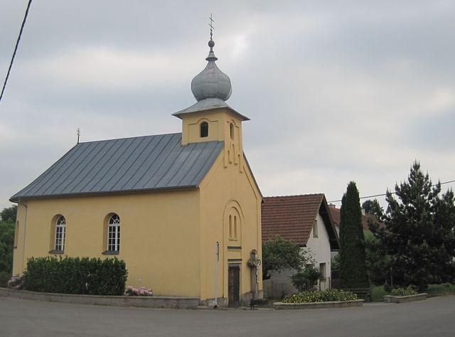 střed obce Arnolec s kapličkou sv. Vendelína z roku 1871