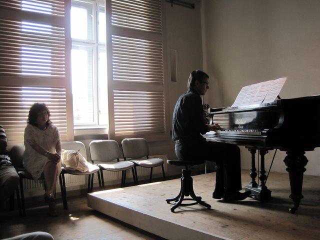autorka hudby Sylvie Bodorová byla s provedením svého díla zjevně spokojená