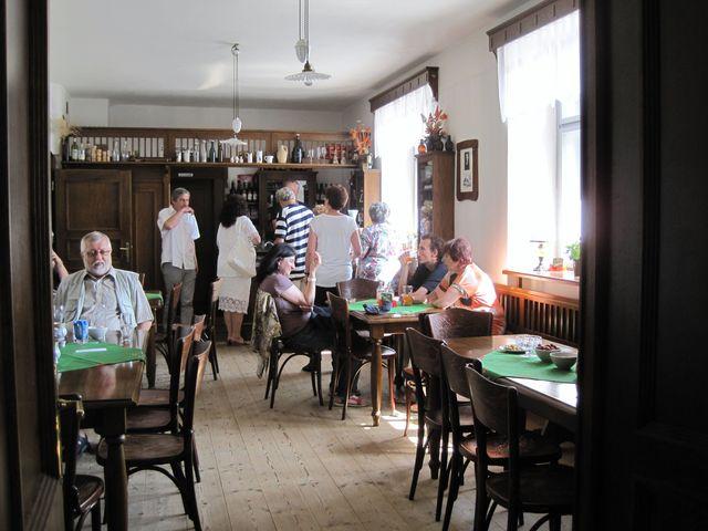 posezení ve výčepu v rodném domě Gustava Mahlera v Kalištích