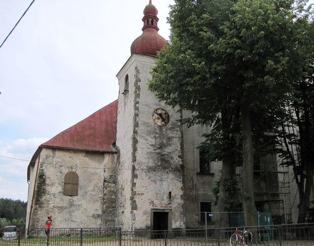 jihovýchodní stěna kostela sv. Anny v Přibyslavicích je součástí barokního poutního chrámu
