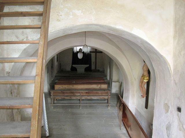 interiér kostela, který patří k nejstarším stavbám na Moravě (historie sahá k roku 1056)