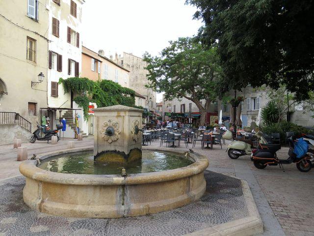 centrum městečka Saint Florent
