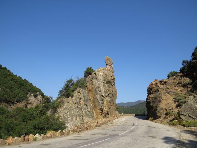 vjíždíme do oblasti pobřežních skal