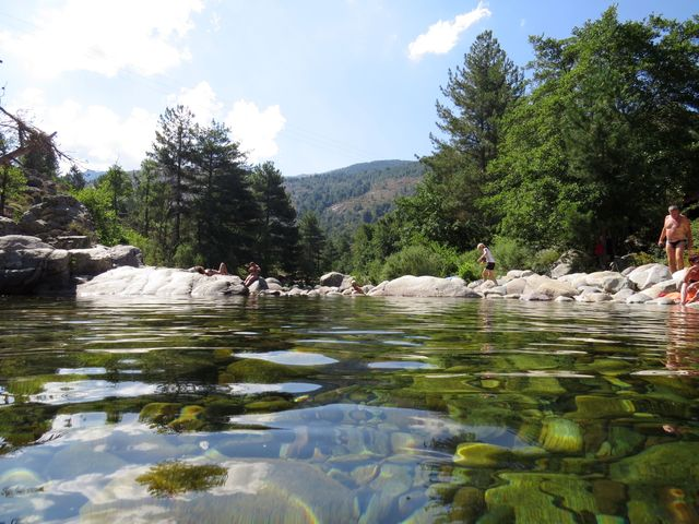 kamenité dno řeky Golo
