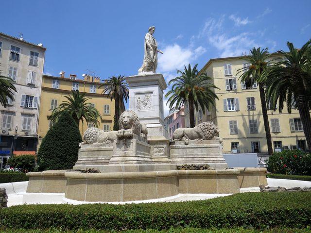 Napoleonova socha na náměstí