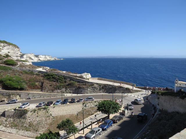 na obzoru Sardinie - průliv je 12 km široký