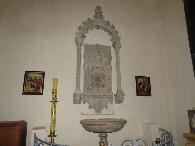 křtitelnice v kostele P. Marie Sněžné - Bonifacio