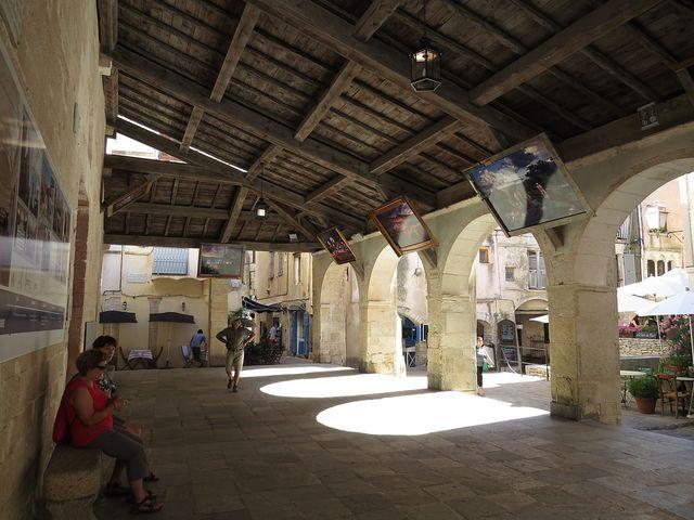 krytá lodžie před vchodem do kostela P. Marie