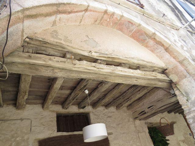 naproti kostelu jsou nejstarší budovy v Bonifaciu