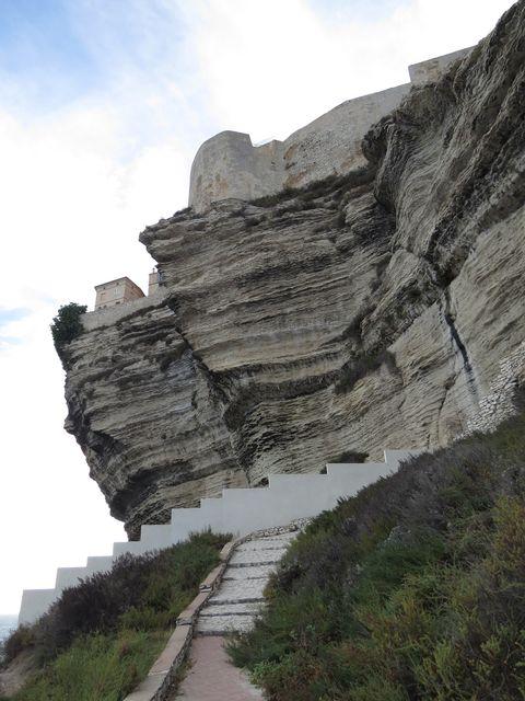 při výstupu od moře jsme obdivovali umění dávných stavitelů Bonifacia