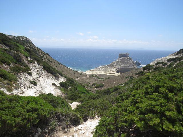 zde bychom mohli odbočit na pláž u jeskyně sv. Antonína - 200 výškových metrů sestup