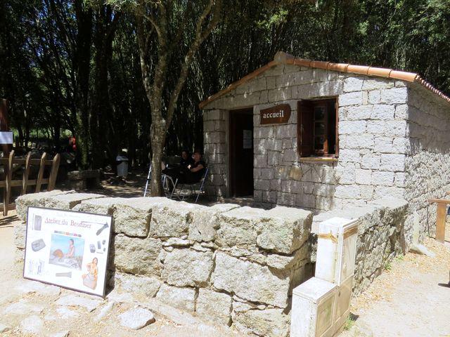 vchod do prehistorického sídliště Cucuruzzu
