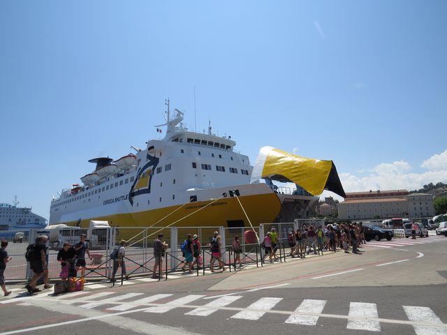 v Bastii nasedáme na trajekt Corsica Shuttle
