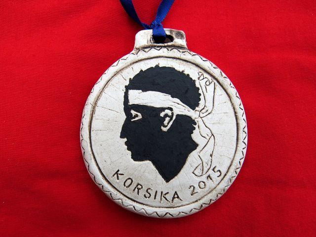 keramická medaile se znakem Korsiky - hlava Saracéna