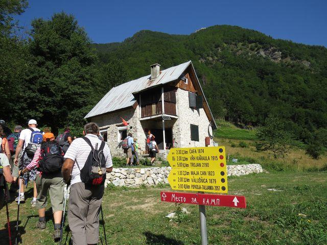 """nástup na túru je u """"planinarskeho domu"""""""