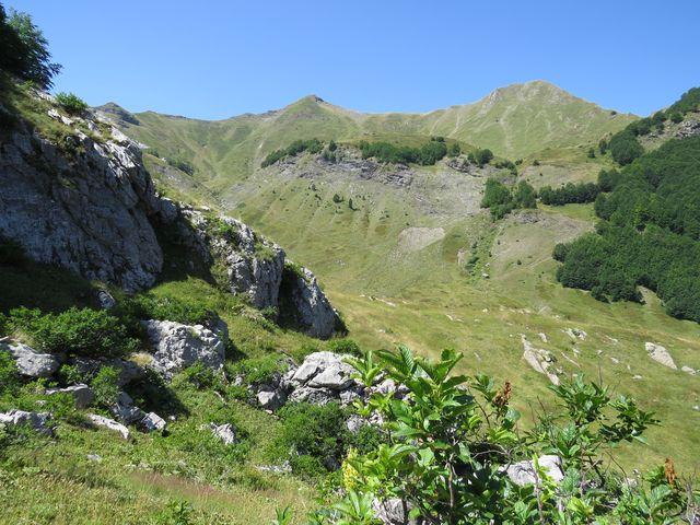 špičatý vrch je Taljanka, dále vpravo Popadija