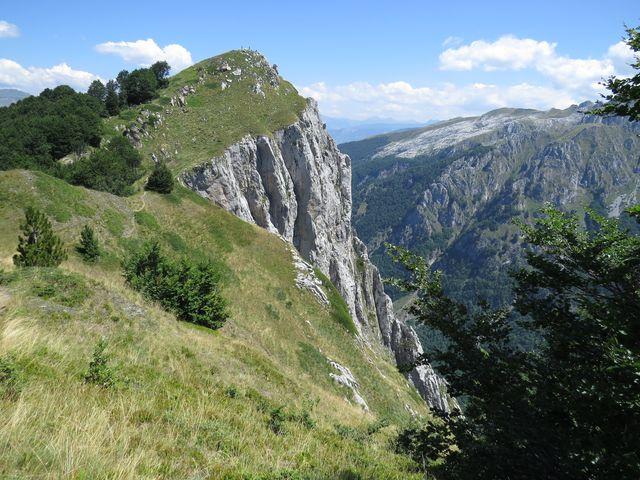 Volušnica spadá sedmisetmetrovým srázem do údolí Grbaje