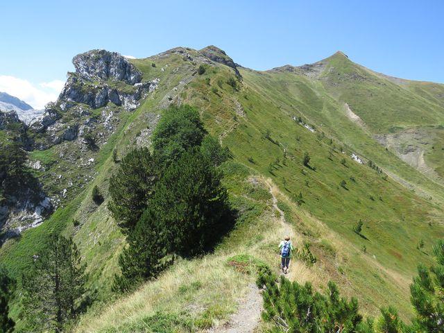 výstup na další vrcholky nad údolím - hranice s Albánií