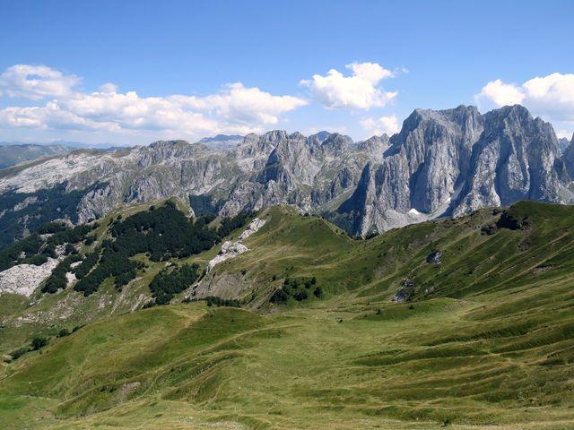 vpravo je část černohorská
