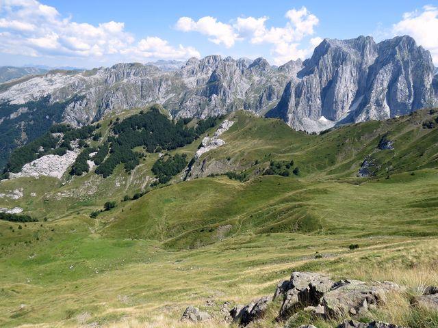 v tomto údolí byly nalezeny stopy lidské činnosti už v době kamenné